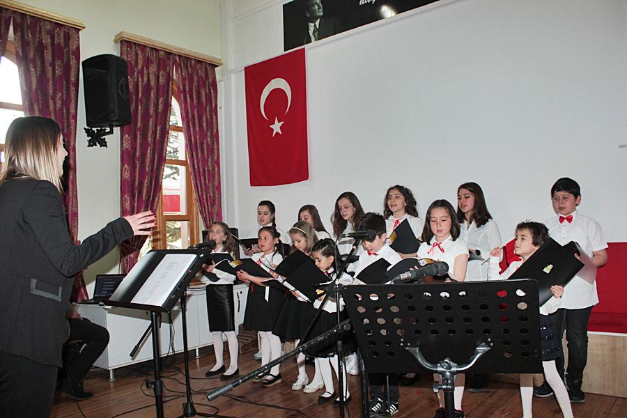 Photo of Bolu Belediyesi Çocuk Korosu dinleyicilerden tam not aldı.